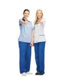 Zwei Doktoren, die sich Daumen zeigen Stockfotos