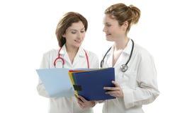 Zwei Doktorfrauen getrennt auf Weiß Lizenzfreie Stockbilder