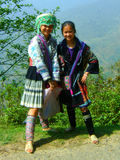 Zwei Dorfmädchen Sapa im Trachtenkleid Vietnam Lizenzfreies Stockfoto
