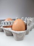 Zwei Eier im Karton mit messendem Band 4 Stockbilder