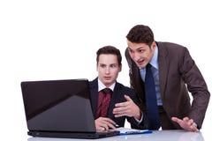 Zwei entsetzte Geschäftsleute Stockfotografie