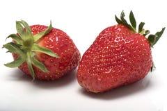 Zwei Erdbeeren nahe gelegen lizenzfreie stockbilder
