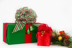 Zwei Feiertags-Geschenke Stockbilder
