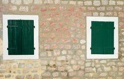 Zwei Fenster Stockfotos