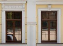 Zwei Fenster Stockbild