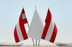 Zwei Flaggen Österreich lizenzfreie stockfotografie