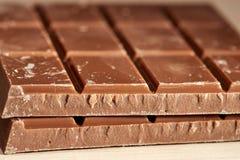 Zwei Fliesen schwarze Schokolade Lizenzfreies Stockfoto