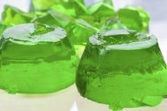 Zwei Formen grünes jello Stockfoto