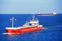 Zwei Frachtschiffe Stockfoto