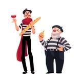 Zwei französische Pantomimen, jung und alt mit Symbolen von Frankreich Stockfotos