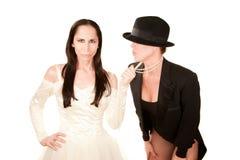 Zwei Frauen als Braut und Bräutigam Stockfotos