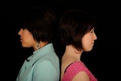 Zwei Frauen zurück zu Rückseite Stockbilder