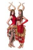 Zwei Frauentänzer mit Hörnern Getrennt auf weißem Hintergrund Lizenzfreies Stockbild
