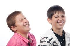 Zwei Freunde, die laut lachen Lizenzfreies Stockbild