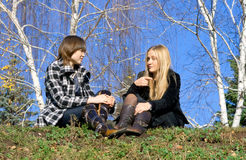Zwei Freundinnen Stockfotos