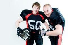 Zwei freundliche Spieler des amerikanischen Fußballs Stockbild