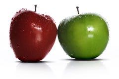 Zwei frische Äpfel Stockbild