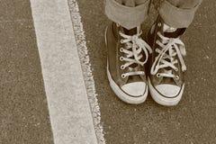 Zwei Fuß und eine Linie Stockfoto