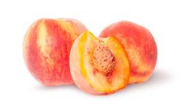 Zwei ganz und Hälfte des Pfirsiches Stockfotografie