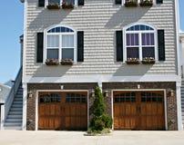 Zwei Garagen stockbilder