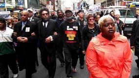 Zwei Generationen Aktivist für Gerechtigkeit March in New York City für Gerechtigkeit Stockbild