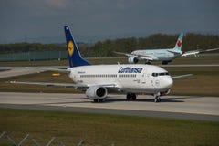 Zwei Generationen von Boeing-Flugzeugen Stockfotografie