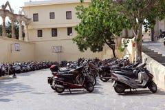Zwei Geschäftemacher Parking Stockbild