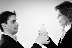 Zwei Geschäftsleute, die Erfolg feiern lizenzfreie stockfotos