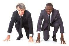 Zwei Geschäftsmänner auf dem Rasterfeld lizenzfreies stockbild