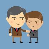 Zwei Geschäftsmänner, einer älter und einer jung, Hände rüttelnd, Geschäftskonzept Stockbild
