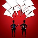Zwei Geschäftsmänner stehen in Verbindung Stockfotos