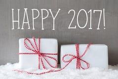 Zwei Geschenke mit Schnee, simsen glückliches 2017 Stockbilder