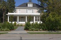 Zwei Geschichte-Haus auf dem Halbinsel-Süden von San Francisco, CA Stockbilder