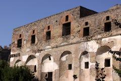 Zwei Geschoss-Gebäude in Pompeji Stockfotos