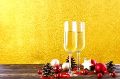 Zwei Getränke für guten Rutsch ins Neue Jahr-Konzept lizenzfreies stockfoto