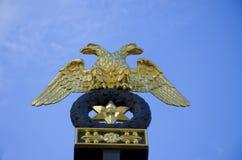 Zwei gingen Adler Petersburg voran Stockfotografie