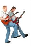 Zwei Gitarristen mit dem Fahrwerkbein oben Stockfotografie