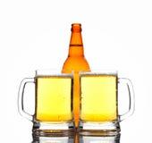 Zwei Gläser Bier Lizenzfreie Stockfotos