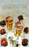 Zwei Gläser mit Champagne, Rosen und glänzenden Kugeln im Hintergrund und in Text Willkommen stockbild