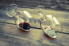 Zwei Gläser mit Rotwein Stockfotografie
