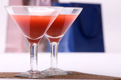 Zwei Gläser u. Abendparty Lizenzfreies Stockfoto