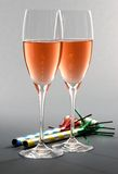 Zwei Gläser von Rosé Champagne Stockbilder