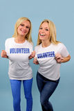 Zwei glückliche freiwillige Mädchen Stockbild
