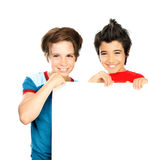 Zwei glückliche Jungen getrennt auf weißem Hintergrund Stockfotos