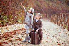Zwei glückliche Kinder stockbild