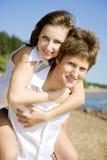 Zwei glückliche Leute in der Liebe lizenzfreie stockfotos