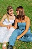 Zwei glückliche Schwestern Lizenzfreies Stockfoto