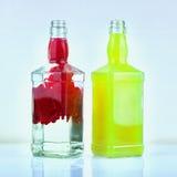 Zwei Glasflaschen lizenzfreies stockfoto