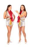 Zwei gleiche Frauen im Studio auf Weiß Lizenzfreie Stockbilder