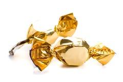 Zwei goldene Bonbons Stockbilder